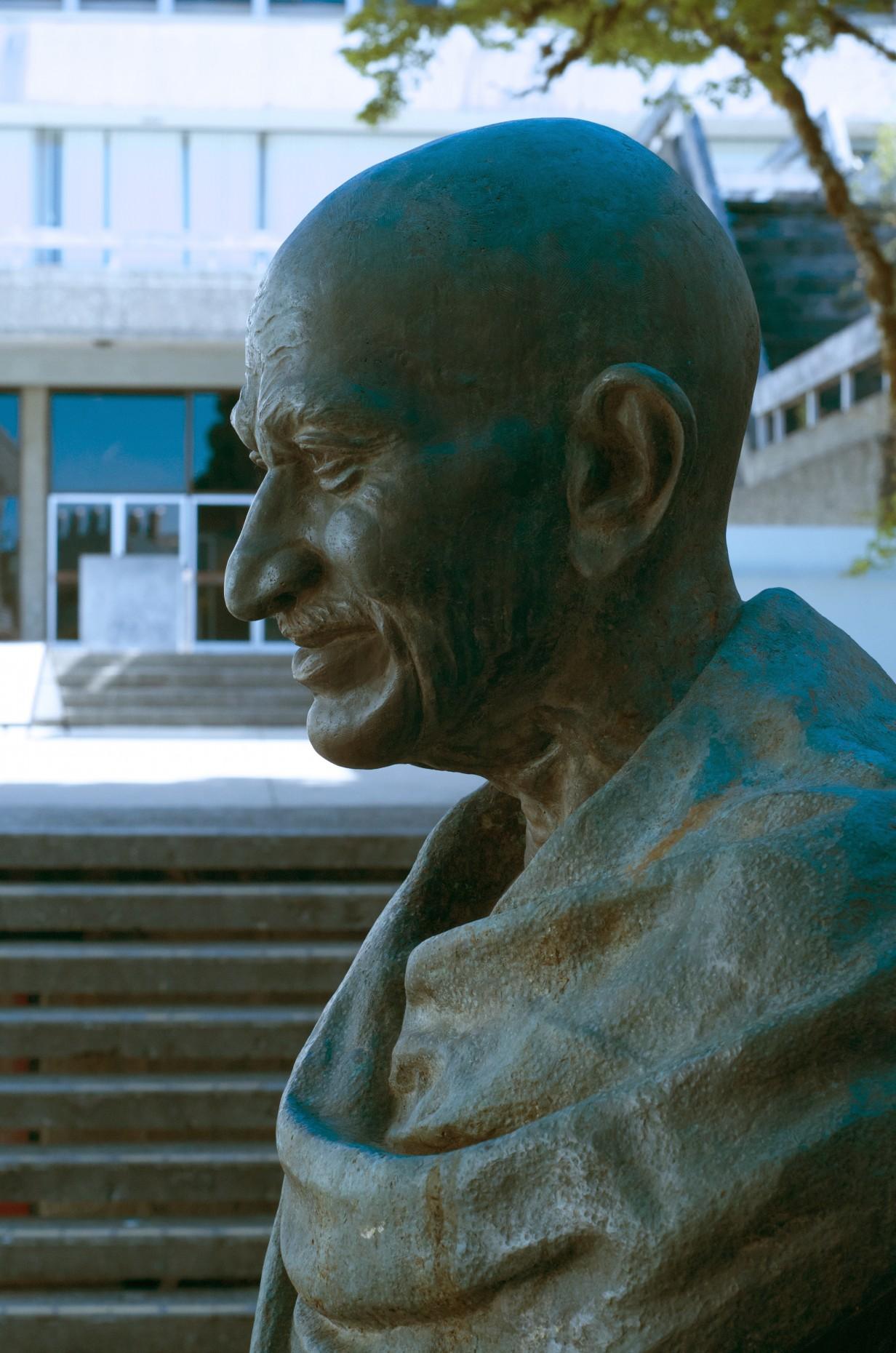 Photo of Mahatma Gandhi bust.