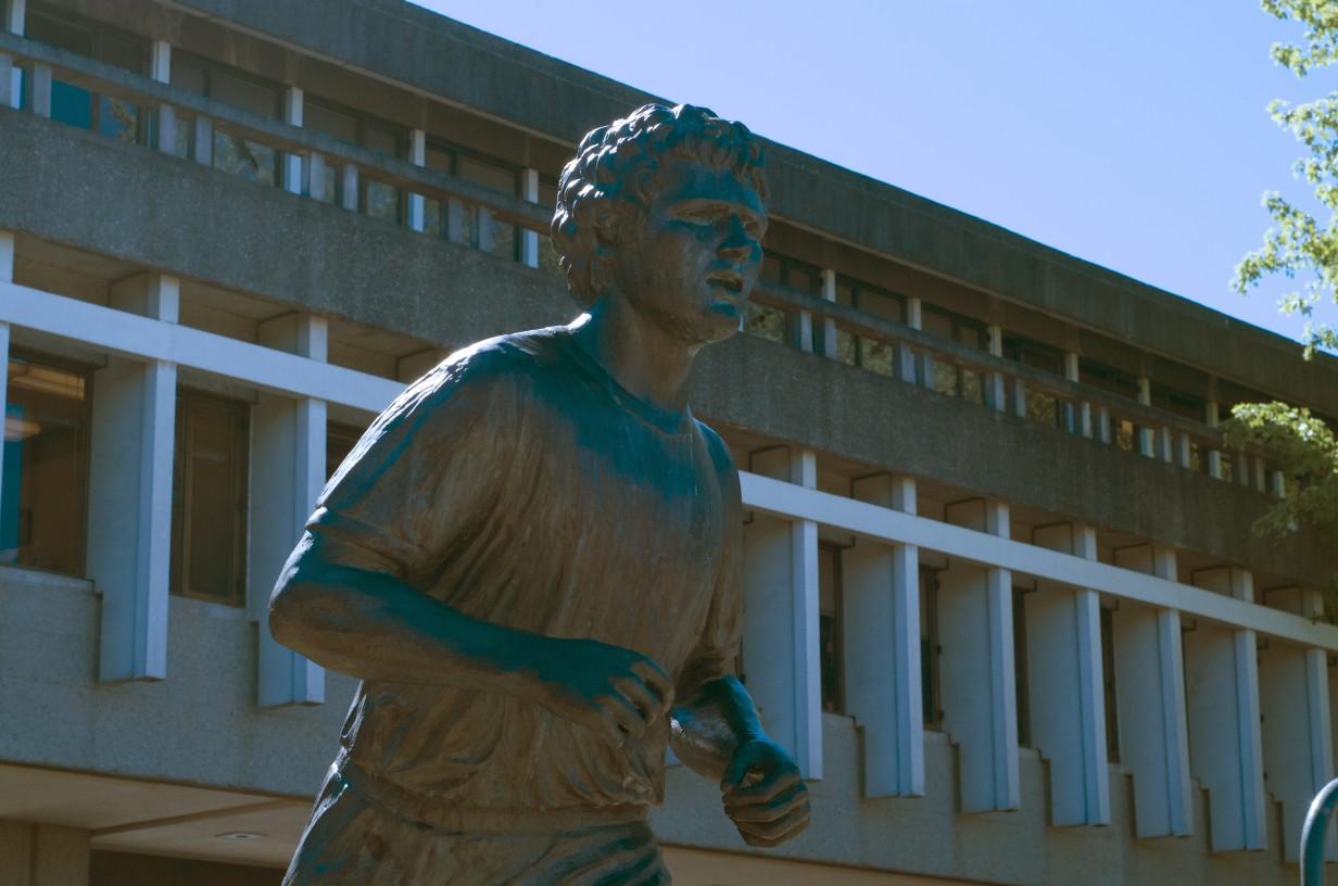 Photo of Terry Fox statue. Credit: Erik Sagmoen