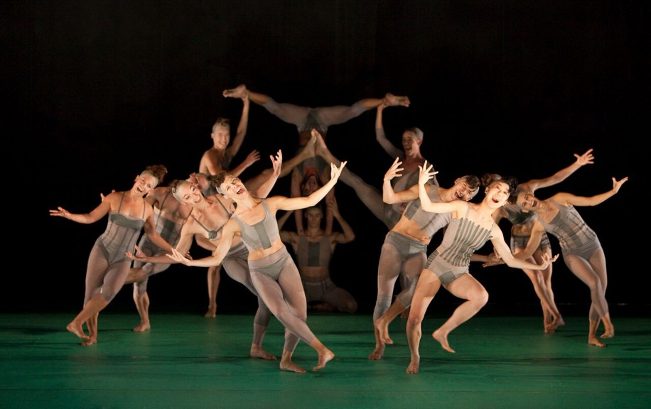 Wonderland put on by Gallim Dance might not have had a singular narrative thread but it was excellent none the less.