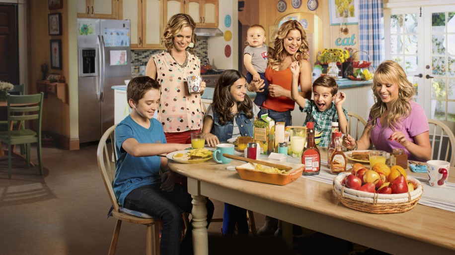 Fuller House is a cheesefest, but in the best possible way.