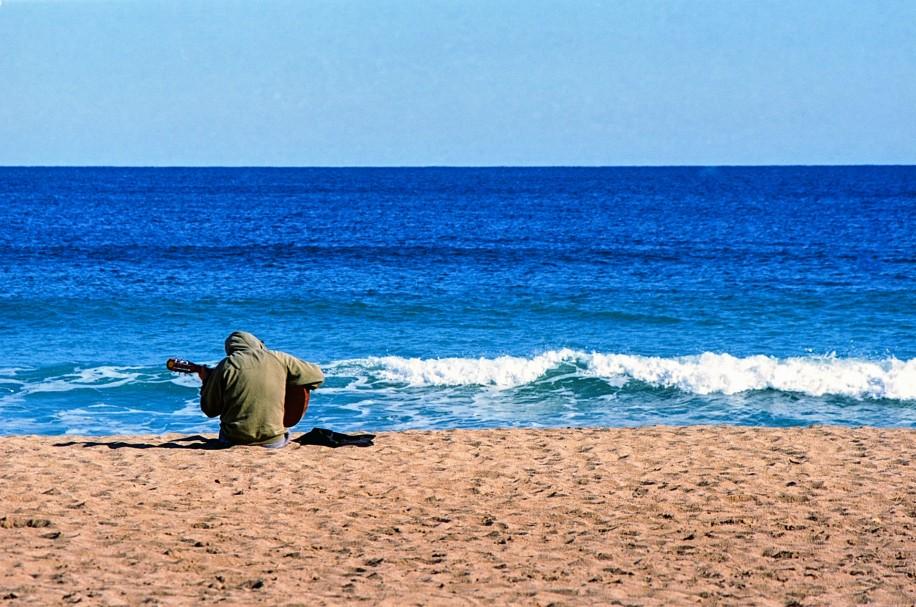 guitariste-sur-la-plage