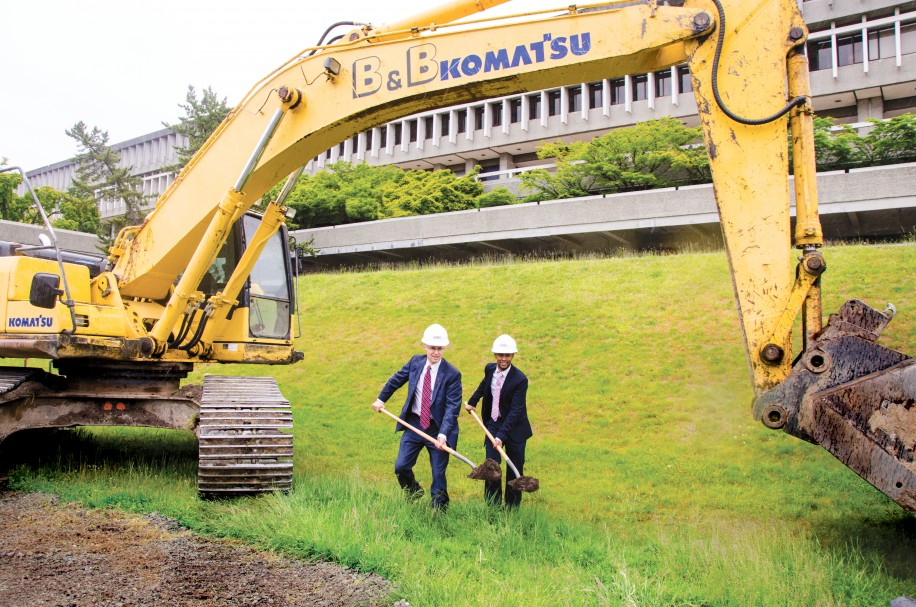 SFU President Andrew Petter (left) and SFSS VP University Relations Arr Farah participate in the groundbreaking ceremony.