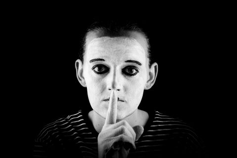 mime-shows-the-silence-please