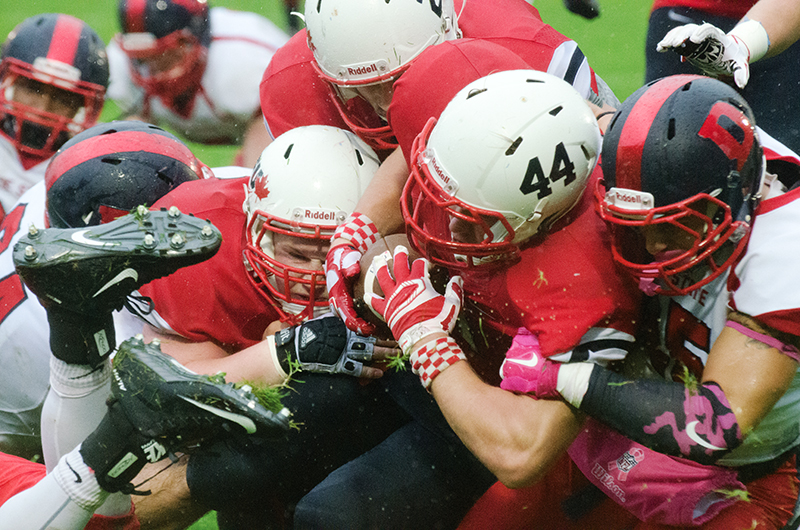 Ante Litre (#44), seen here in action last season, finished with six carries and two yards of offence