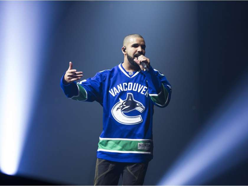 vancouver-september-17-2016-drake-performs-on-stage-in-a-v10