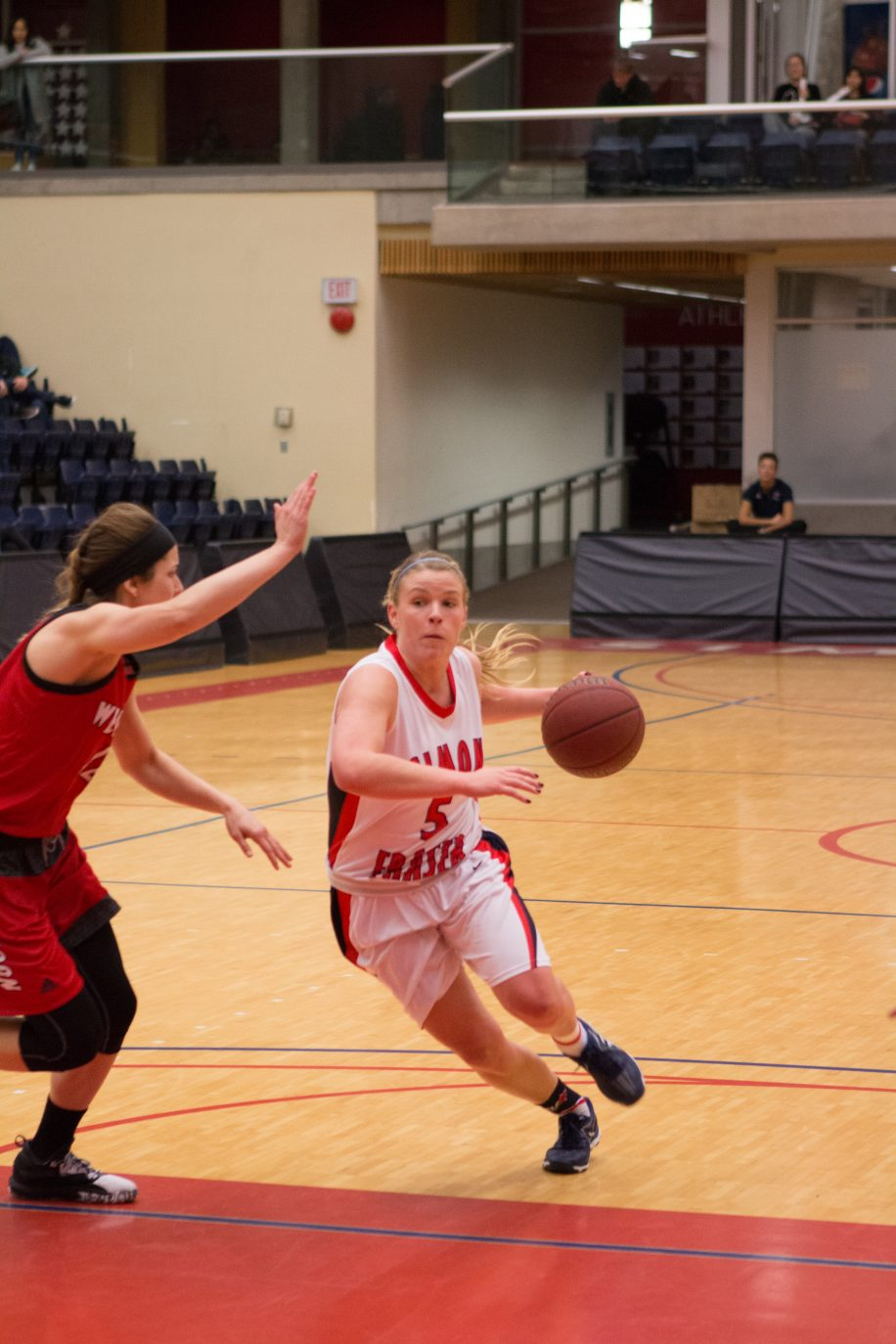 Ellen Kett, seen here in action earlier in the season, had 7 points, 8 assists, and 7 rebounds in 39 minutes.